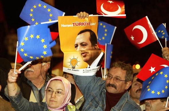 los turcos protestan para unirse a la UE