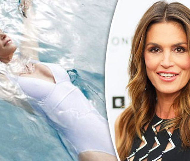 Cindy Crawford Slipped Into A Clingy Swimsuit