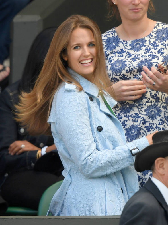 Kim Murray looks beautiful in blue as she cheers Andy on ...