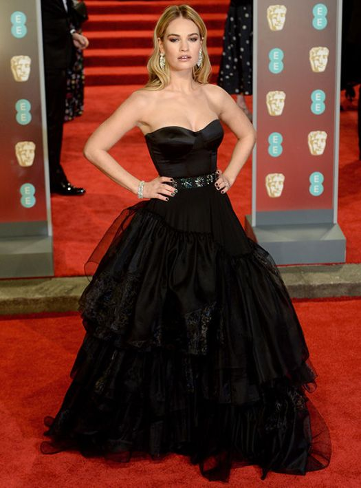BAFTAs 2018: Lily James quickly DITCHES ring after ...