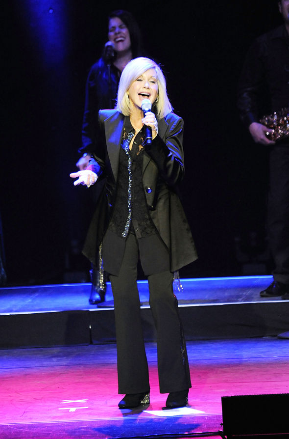 Olivia Newton-John has postponed her tour