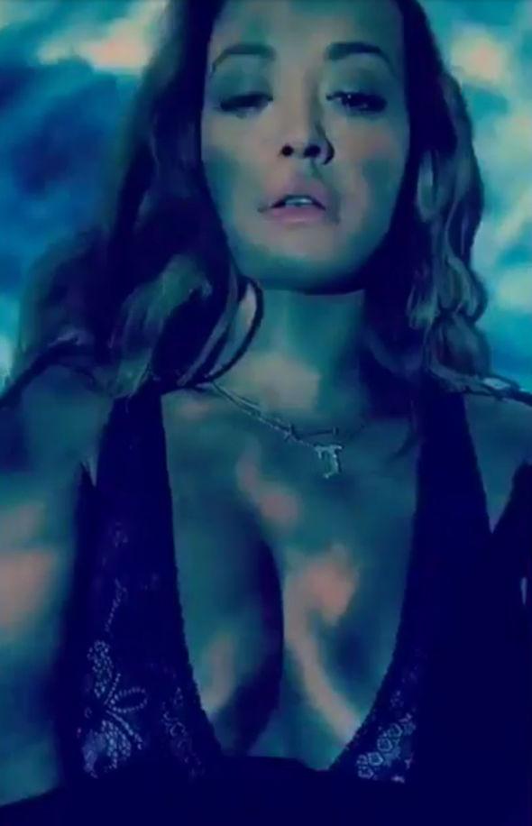 Rita Ora Tezenis Snapchat underwear cleavage