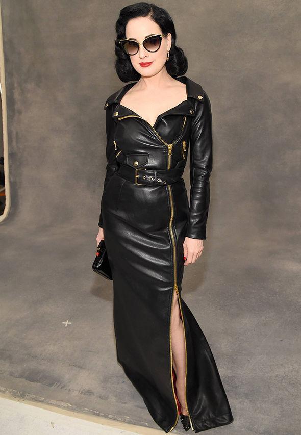 d5f1699a22d27 Stella Maxwell Moschino breasts braless catwalk Kristen Stewart girlfriend