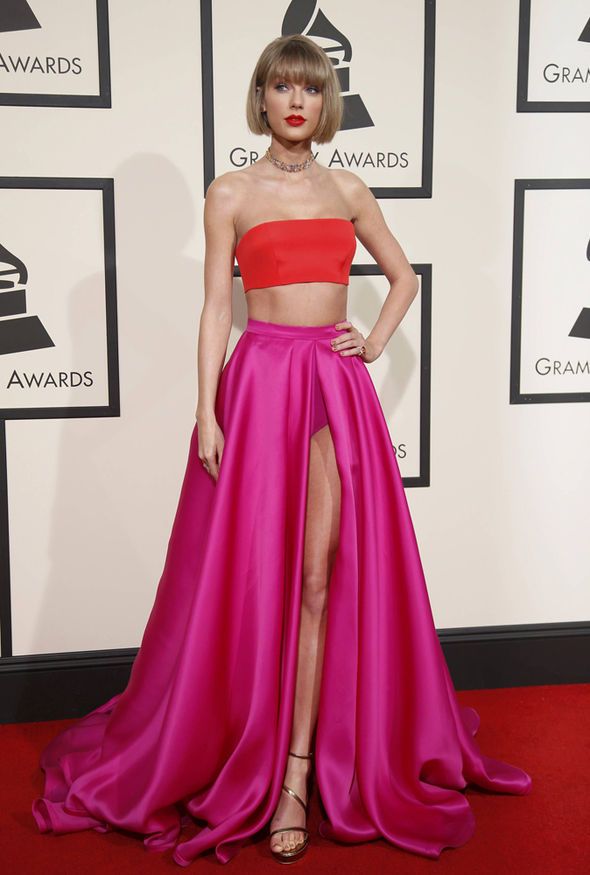 Grammys 2016 Taylor Swift Flashes A LOT Of Leg In Racy