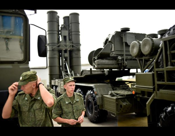 Russia's soldiers stand guard near Russia's air defence ...