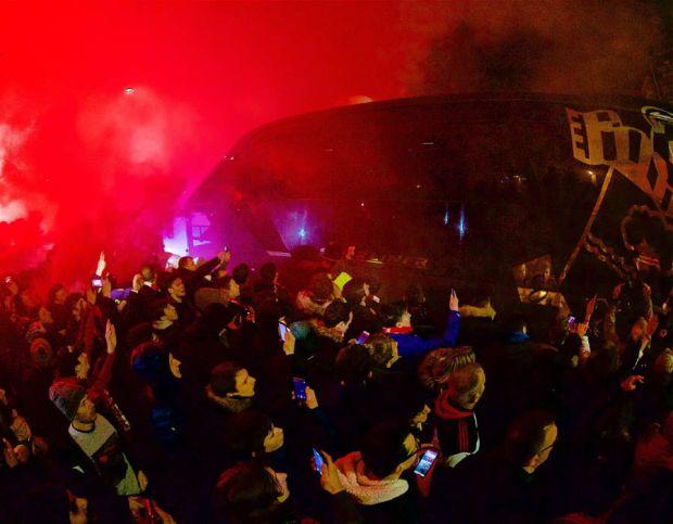 Liverpool fan flares bus Southampton