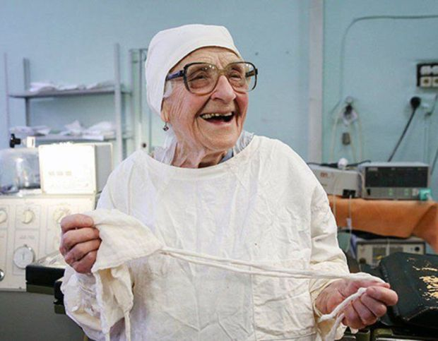 The world's oldest surgeon, she's 89 and still performs 4 surgeries a day.