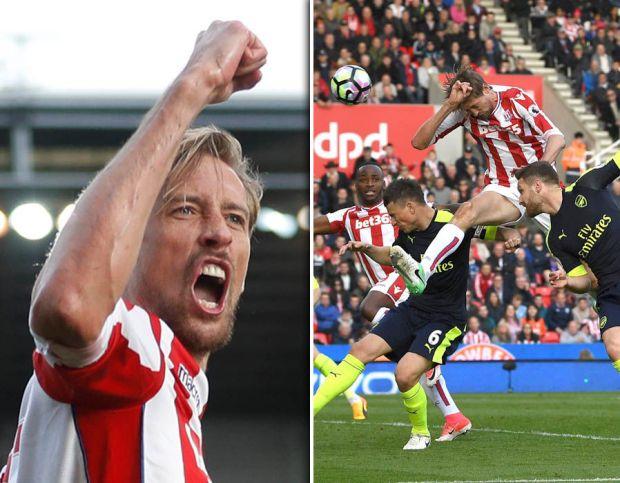 Peter-Crouch-handball-goal-Stoke-Arsenal