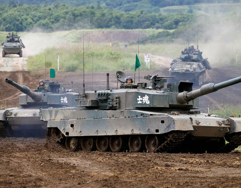 Japan's Ground Self Defense Force Type 90 tanks (front) and U.S. Marine Corps LAV-25 Light Armoured Vehicles take part in their joint exercise, named Northern Viper 17