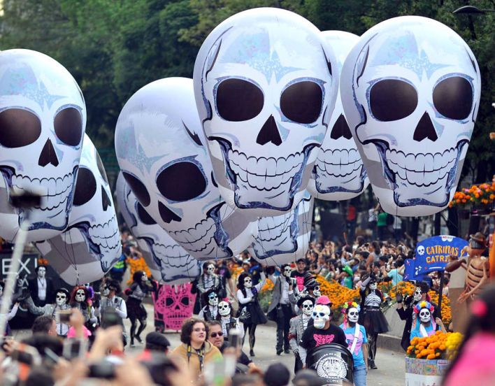 People take part in the Day of the Dead parade in Mexico City