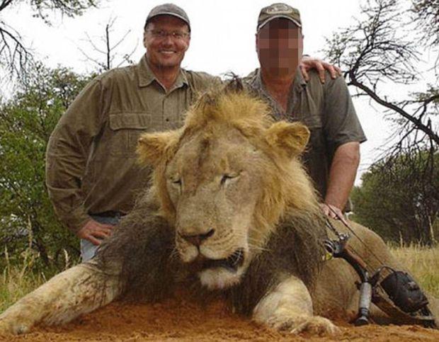 Walter J Palmer kills a lion