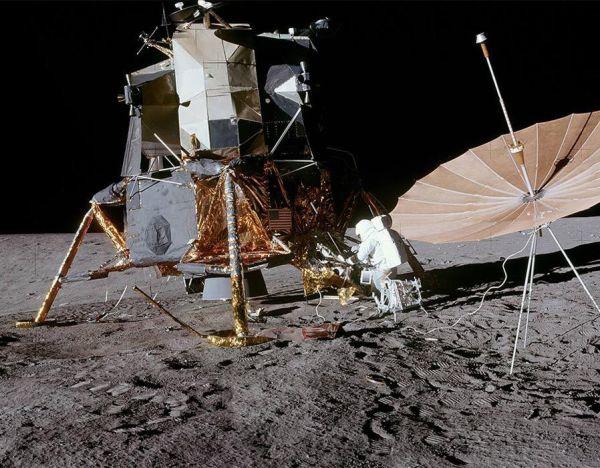 Astronauts set up satellite equipment on moon | NASA's ...
