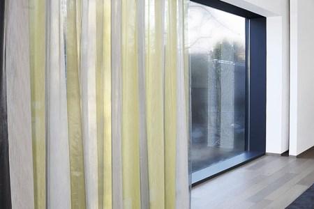https://i1.wp.com/cdn.inhuisplaza.nl/media/sfeer_fotos/777_facade_gordijnen/geel%20transparant%20gordijn.jpg?resize=450,300