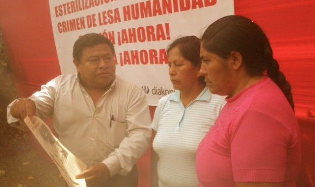Alfonso Ramos (left) shows a newspaper reporting the death of his sister Celia in Piura due to forced sterilisation. Micaela Flores (centre) and Sabina Huillca are sterilisation victims from Cusco. All three have been waiting for justice for 17 years. Credit: Milagros Salazar/IPS