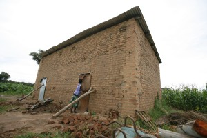 Houses that once sheltered farmworkers stand empty as lands are reallocated for commercial farming and other profit-making purposes in Africa. Credit: Jeffrey Moyo/IPS