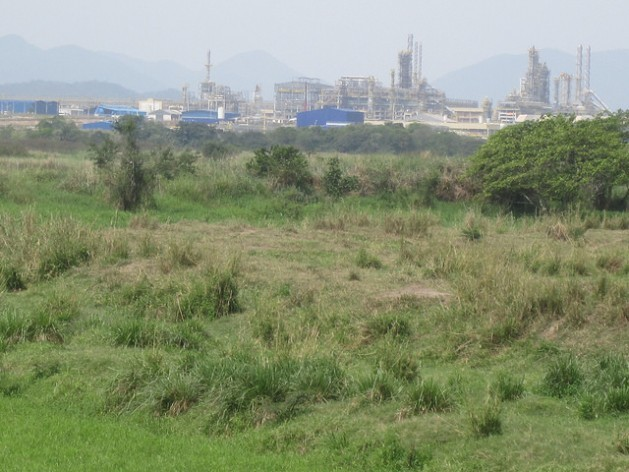Part of the Rio de Janeiro Petrochemical Complex (COMPERJ) in October, seen from the banks of the Caceribu river, the closest to the installations that the public can get. Credit: Mario Osava/IPS