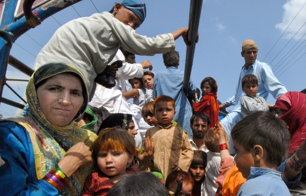 Families displaced from their homes in Pakistan's troubled northern regions returning home. Credit: Ashfaq Yusufzai/IPS.
