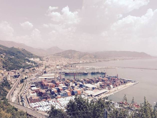 Containers pile up in the Italian port of Salerno. Photo: FAO
