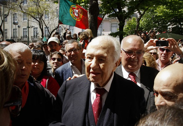 Photo: Mario Soares attending a rally to celebrate the 40th anniversary of the Carnation Revolution, 25 April 2014 in Lisbon. Photo: FraLiss. Creative Commons Attribution-Share Alike 3.0 Unported license.