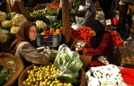 Specialty crops such as fruit and vegetables, here on sale at a Cairo market, have a key role in Egypt's future. Credit: FAO