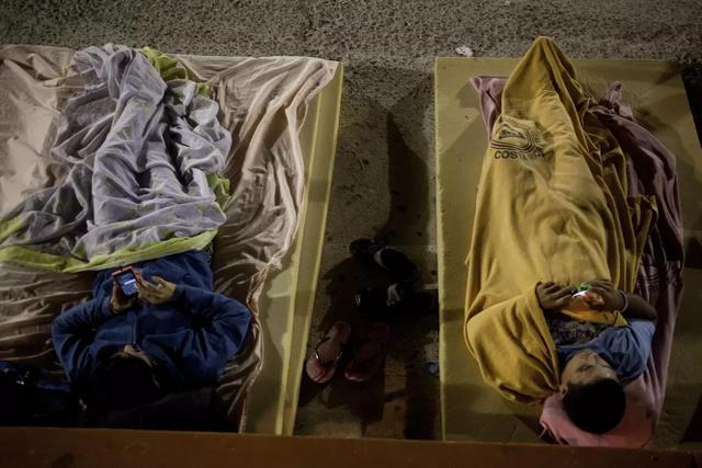 Two Cuban migrants rest in a shelter in Costa Rica, when hundreds of them were stranded on their way from Ecuador to the United States, where many fell victim to human smugglers. Credit: Mónica González/Pie de Página