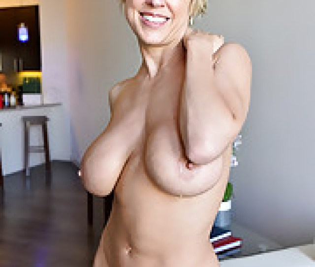 Mature Short Hair Porn Pics Busty Inked Blonde Milf Dee Williams Exposing Moist Pussy And Big Ass In Closeup