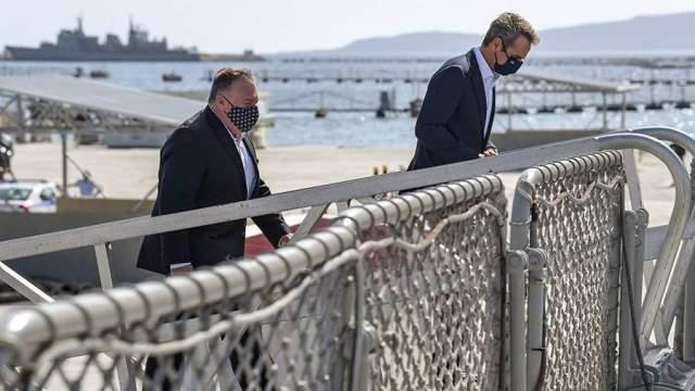 Глава госдепа США Майк Помпео ипремьер-министр Греции Кириакос Мицотакис во время визита на американскую военную базу Суда-Бэй на Крите. 29 сентября 2020 года