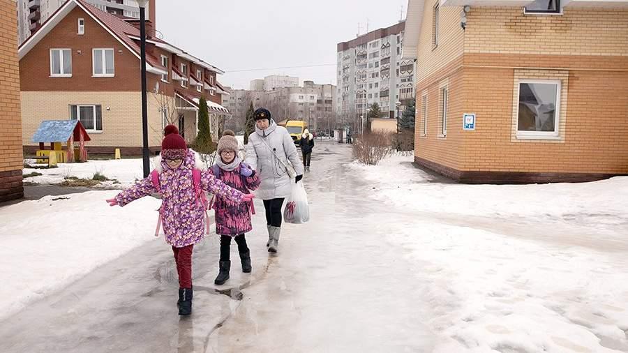 Дети, проживающие в детской деревне SOS в Пскове. Детские деревни SOS - крупнейшая благотворительная организация в помощь детям-сиротам и детям из неблагополучных семей.