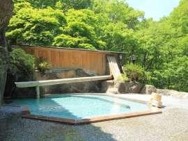 【源泉かけ流し】新緑の露天風呂