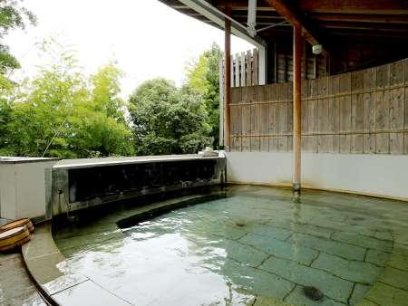 【旅亭懐石のとや】貸切の露天風呂