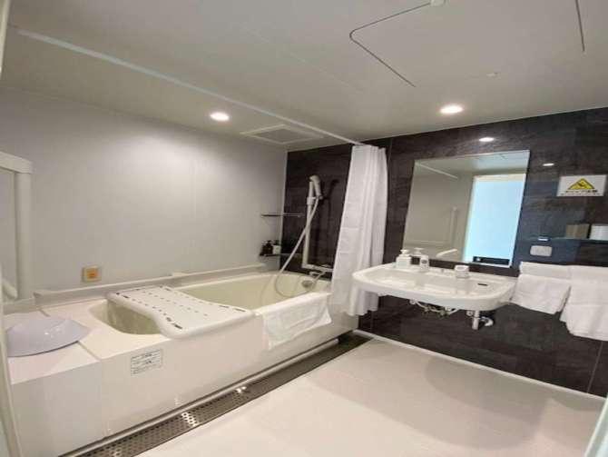 【ウォーターマークホテル京都】ユニバーサルルームのバスルーム