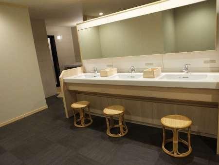 【金沢の宿 由屋るる犀々】大浴場の脱衣所