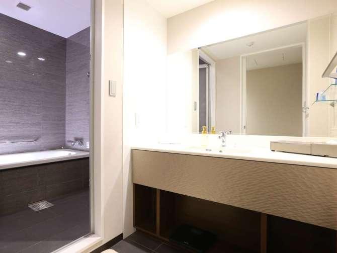 【クインテッサホテル大阪ベイ】コーナースイートツイン(2名・80平米)バスルーム