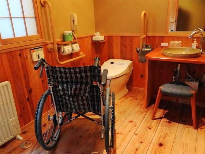 【谷川の湯 あせび野】谷の蔵洋室107号室(バリアフリー対応)の客室トイレ