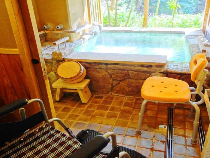 【谷川の湯 あせび野】谷の蔵洋室107号室(バリアフリー対応)専用露天風呂