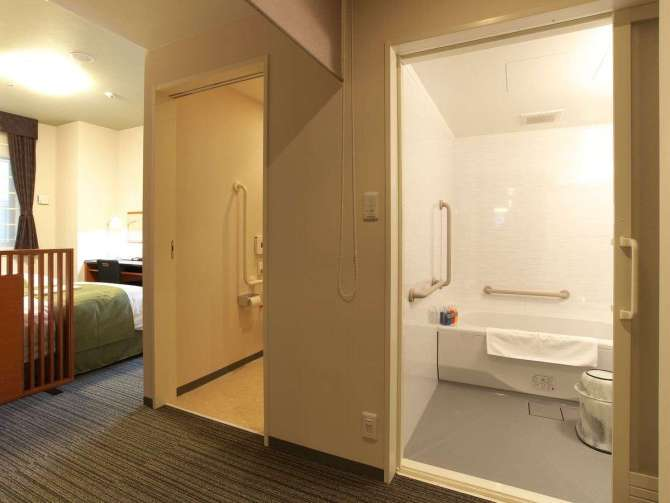 【ホテルマイステイズ京都四条】アクセシブルツイン (28平米 )禁煙のバスルームとトイレ
