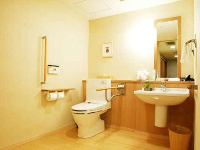 【ホテルはつはな】ひのき風呂付き和洋室ユニバーサルスタイルのトイレ