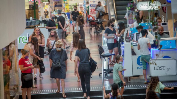 Israelis shop at Dizengoff Center in Tel Aviv, on July 11, 2021. Photo by Miriam Alster/Flash90.