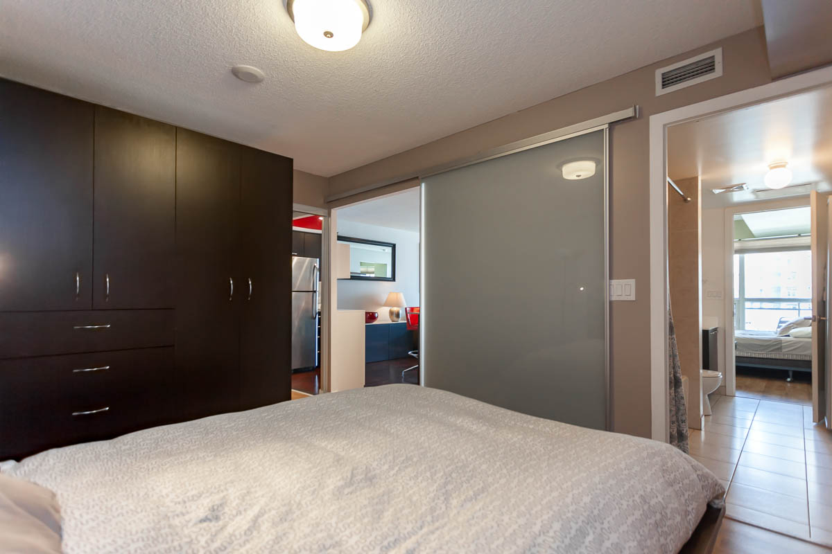 38 Joe Shuster Way 823 Central Toronto Downtown