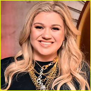 Kelly Clarkson Asks Judge to Restore Her Old Name Amid Divorce Dispute in Court