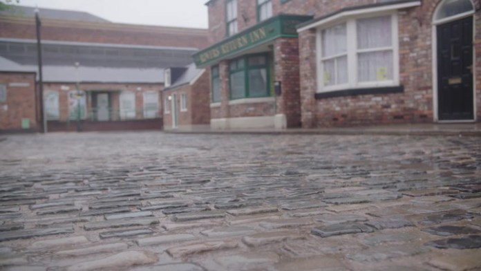 Coronation Street actress' hidden co-star cousin and why she quit