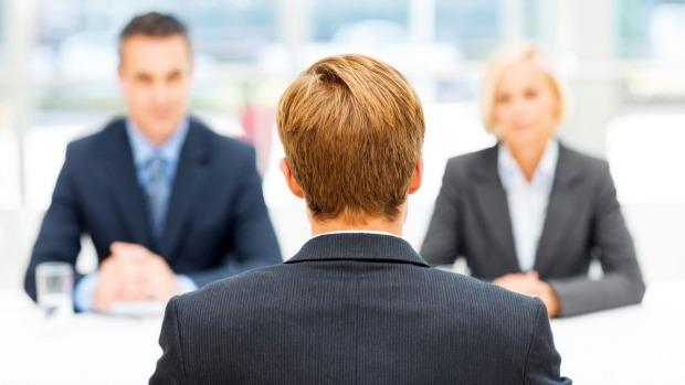 لغة الجسد في العمل : 15 خطأ شائع يجب تجنبهم في مقابلة العمل - كيف