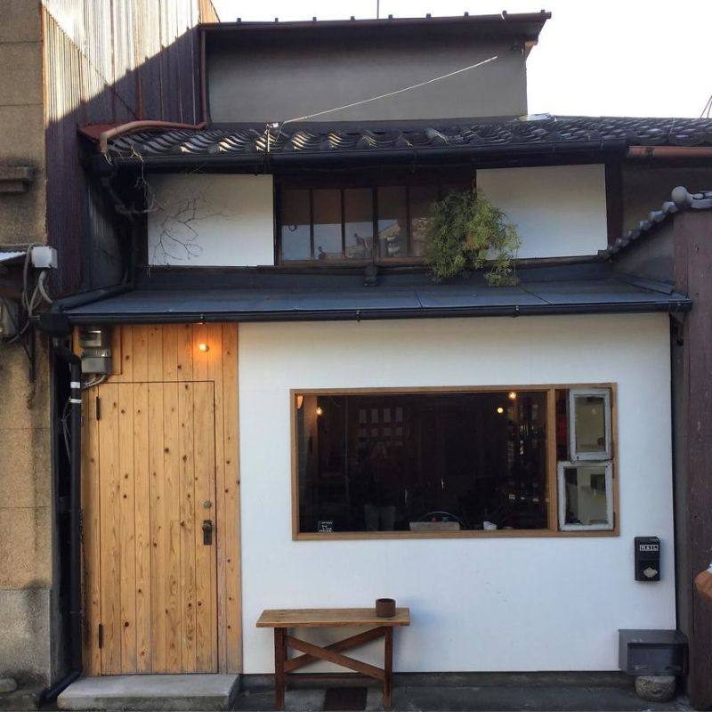 one-photographer-took-over-100-images-of-kyotos-small-yet-utterly-delightful-buildings-59bb910b8267f__880