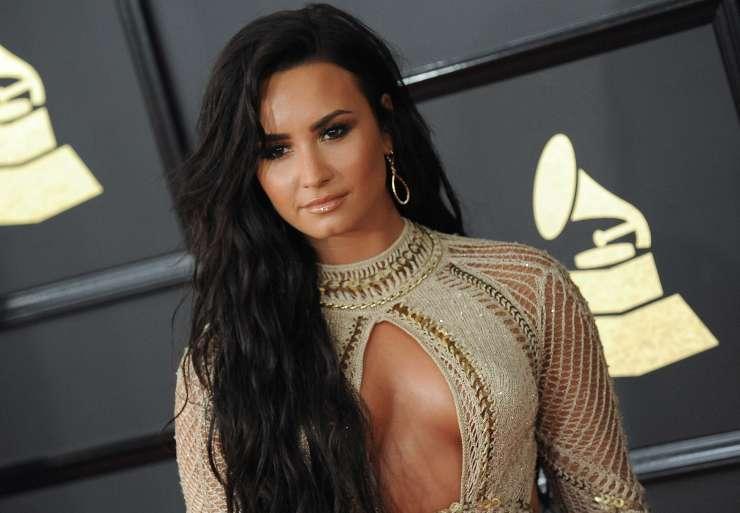 Demi Lovato doživela tri kapi in odpoved srca