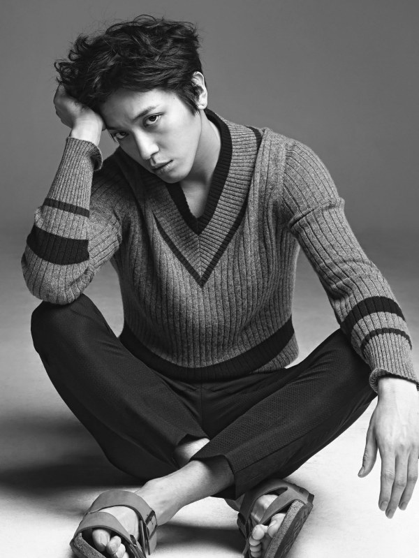 Jung Yonghwa reveals additional images from his pictorial ...