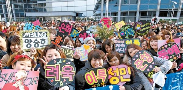 Картинки по запросу k-pop fans