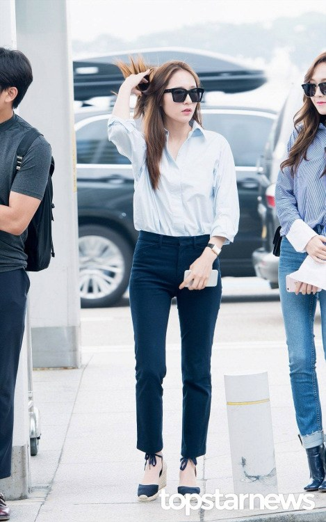 f(x)'s Krystal at the airport / SM Entertainment