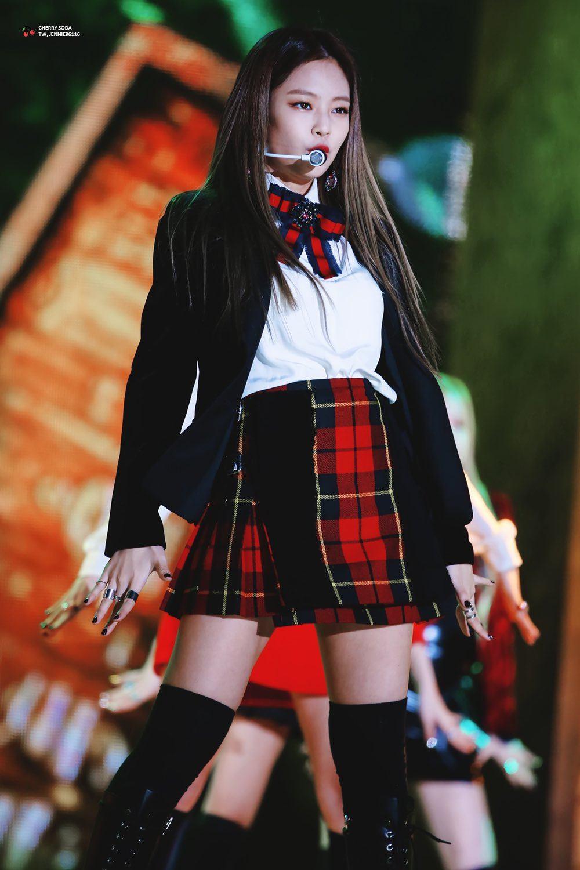 Imagini pentru black pink jennie gucci