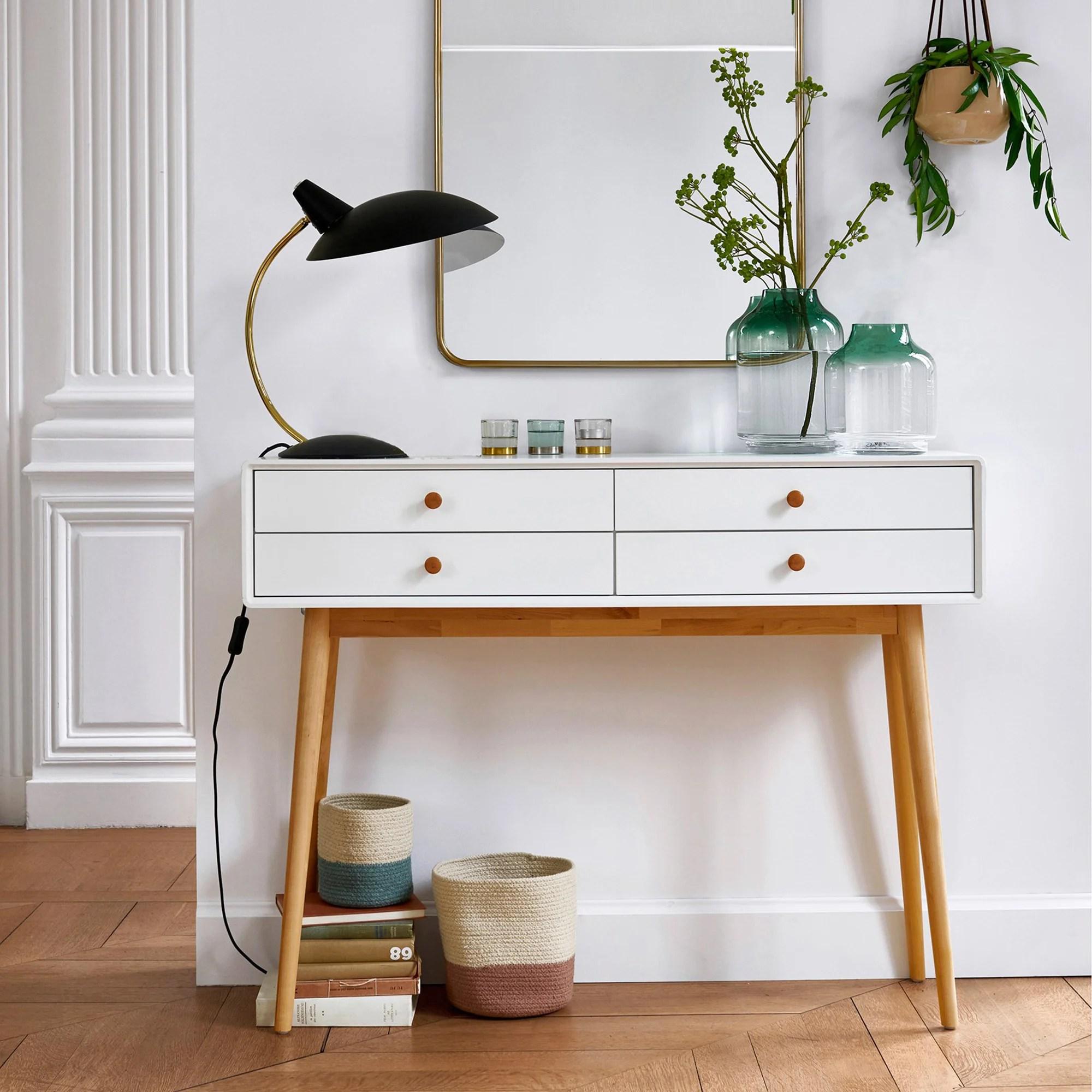"""Per arredare l'ingresso in stile minimalista, la frase chiave è """"less is more"""". Come Scegliere L Arredamento Per L Ingresso Di Casa La Redoute"""