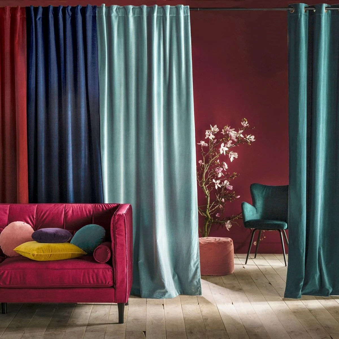 un rideau devant un dressing